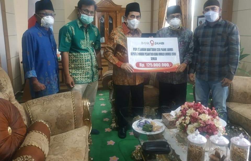 Wako AJB Serahkan Bantuan Pembangunan Pesantren Ummul Quro.