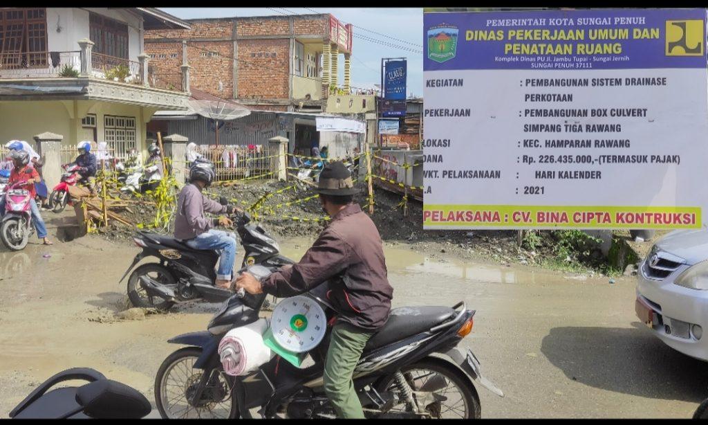 "Pekerjaan Proyek BOX CULVERT Simpang Tiga Rawang, ""Mangkrak"""