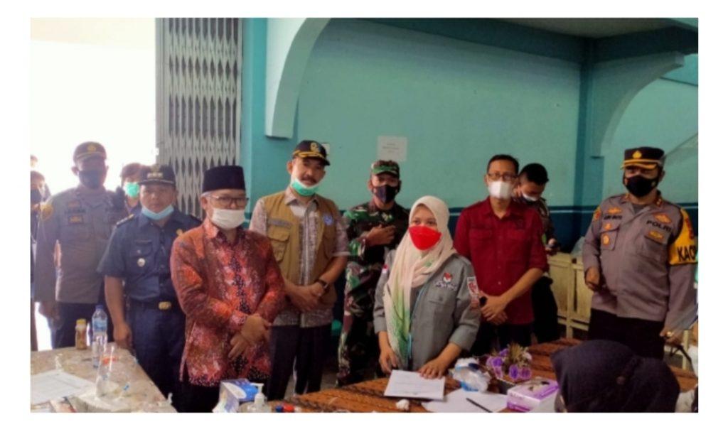 Wabup Ami Taher Didampingi Sekda Asraf Pantau PSU di Kecamatan Bukit Kerman dan Gunung Raya